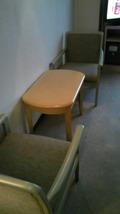 部屋の机とテーブル