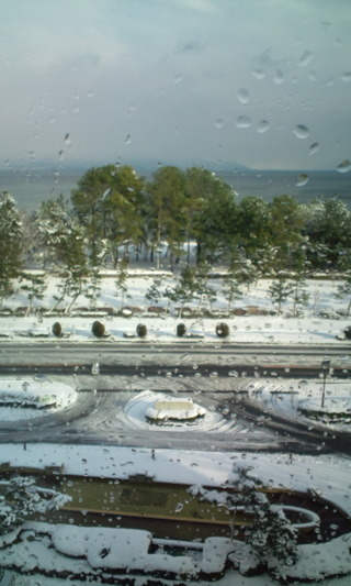 大雪の日の琵琶湖
