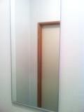 共同トイレの鏡
