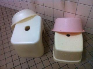 お風呂椅子と洗面器
