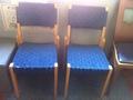 廊下に椅子