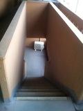 コインランドリー移動階段