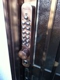 入口の暗証番号操作盤