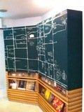ロビーの黒板に近隣地図