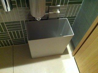 ロビー階のトイレのゴミ箱