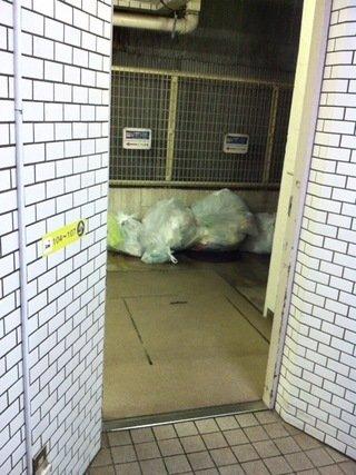 ゴミ集積場の入口