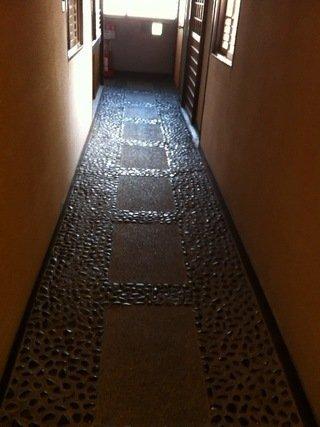 旧館客室前の廊下