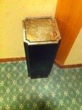 エレベーター前のゴミ箱