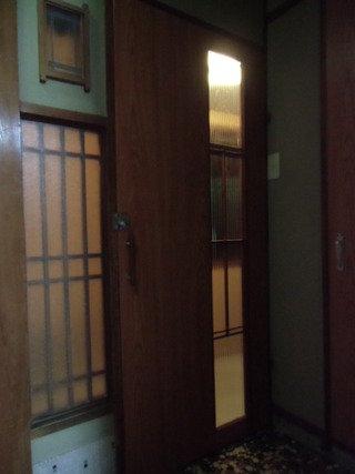 部屋の入口扉
