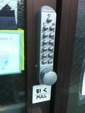 宿入口の暗証番号装置