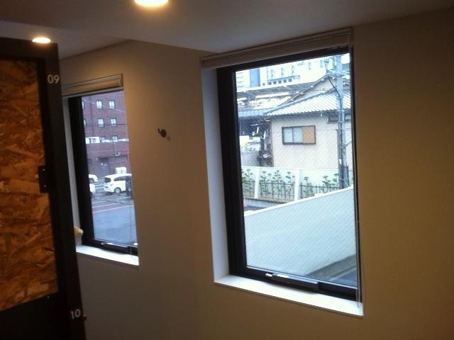 ドミトリールーム内の窓