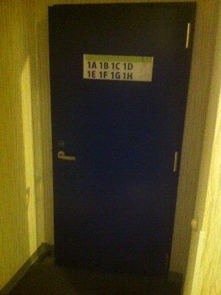 ドミトリールームフロアへの入口扉