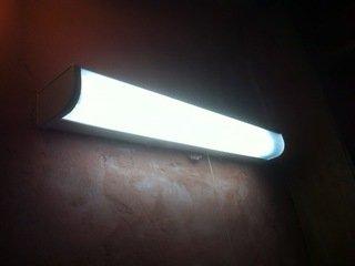 共同洗面台の照明