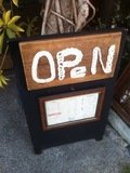 五条カフェの看板