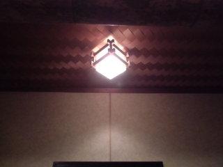 板の間の照明