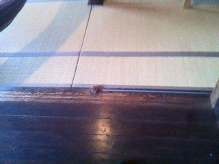 ドミトリールームの床