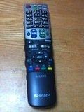 リビングルームのテレビのリモコン