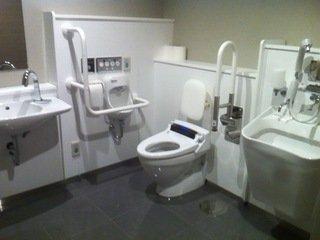 オストメイト対応多目的トイレ(2階)