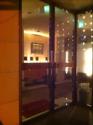 ホテル玄関扉