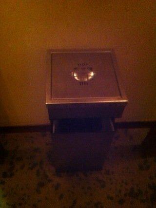 ゴミ箱付き灰皿