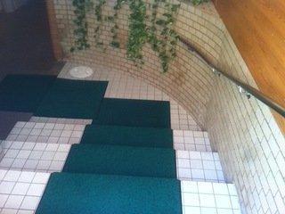 地上ホテル入口からの移動階段