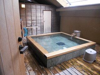 家族でゆったりと 貸切露天風呂
