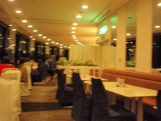 夕食は最上階のレストランでビュッフェ
