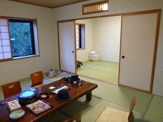 二間続きの広い和室