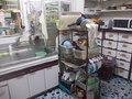 雑多な風情のキッチンがありました