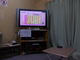 休憩室内のテレビ