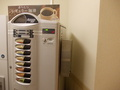 カップ飲料の自販機もあります