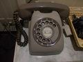 電話は懐かしのダイヤル式でした