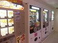 食べ物の自販機が並んでいました