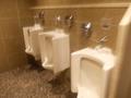 西館地下の共同トイレ(男子小用)