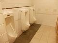 ラウンジ傍の共同トイレ