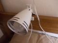 ベッドサイドに照明が設置されていました