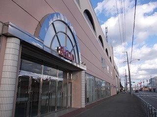 日本最北の百貨店がすぐ近くにあります