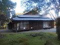 夏目漱石の第三住居も近いです