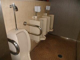 1Fトイレの様子(男子小用)