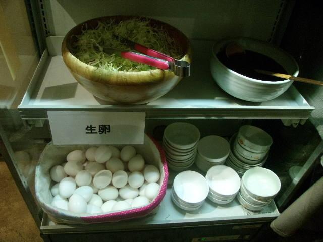 無料朝食(サラダ・卵)