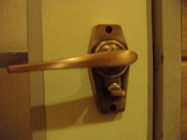浴室は施錠できるようになっています
