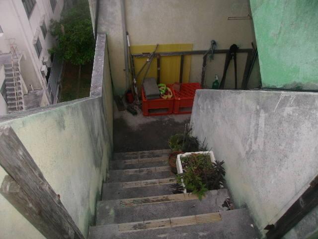 屋上までは外階段を登る必要があります