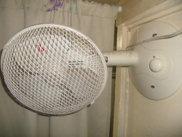 ボックス客室内の扇風機