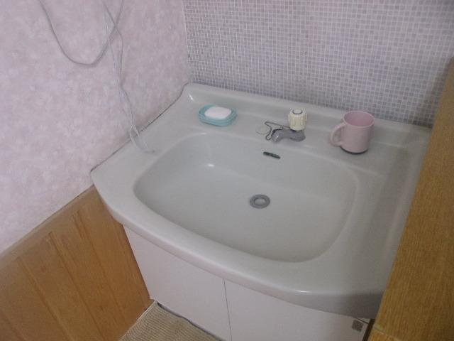 浴室脱衣場内の洗面台