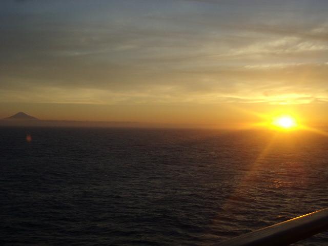 夏の早朝の日の出の景観