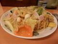 新宿プリンスホテル、向かいの中華麺