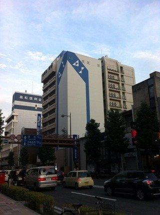 大通りに面し、観光に便利なホテルです