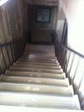 地階飲食街への階段