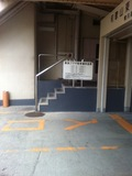 駐車場横ホテル入口
