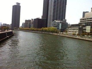 ホテル前は堂島川